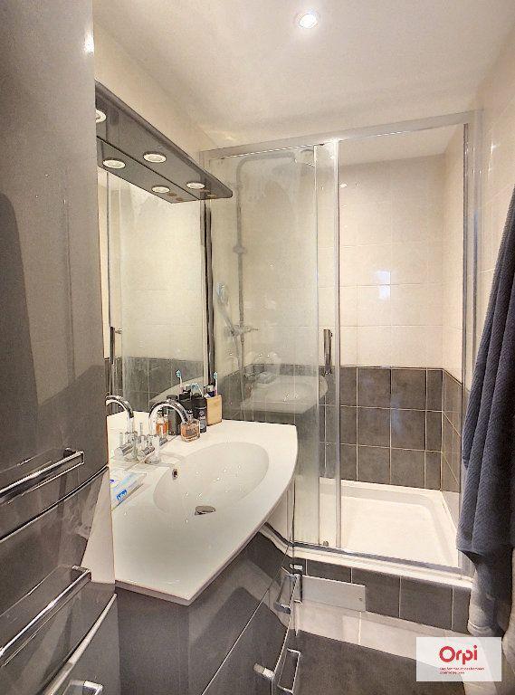Appartement à louer 2 62m2 à Montluçon vignette-5