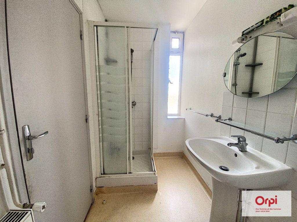 Appartement à louer 2 35m2 à Montluçon vignette-5