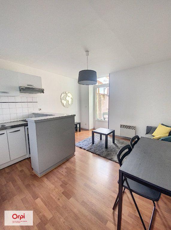Appartement à louer 2 31.2m2 à Montluçon vignette-1
