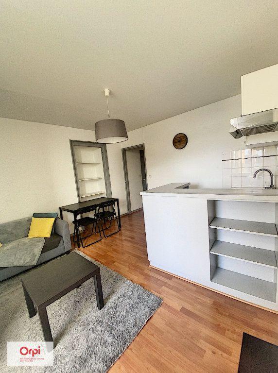 Appartement à louer 2 31.2m2 à Montluçon vignette-2