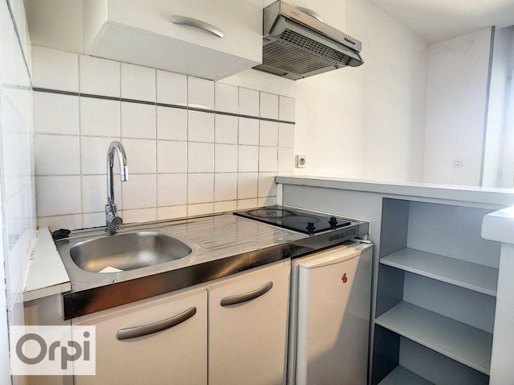 Appartement à louer 2 31.2m2 à Montluçon vignette-3