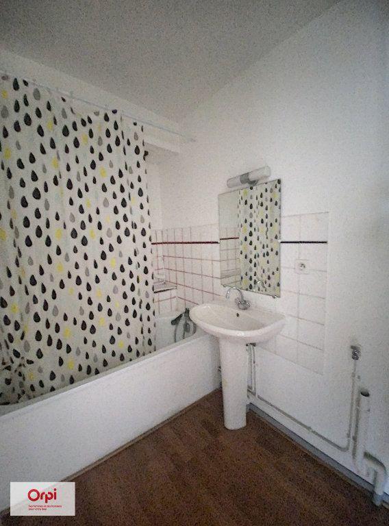 Appartement à louer 2 31.2m2 à Montluçon vignette-6