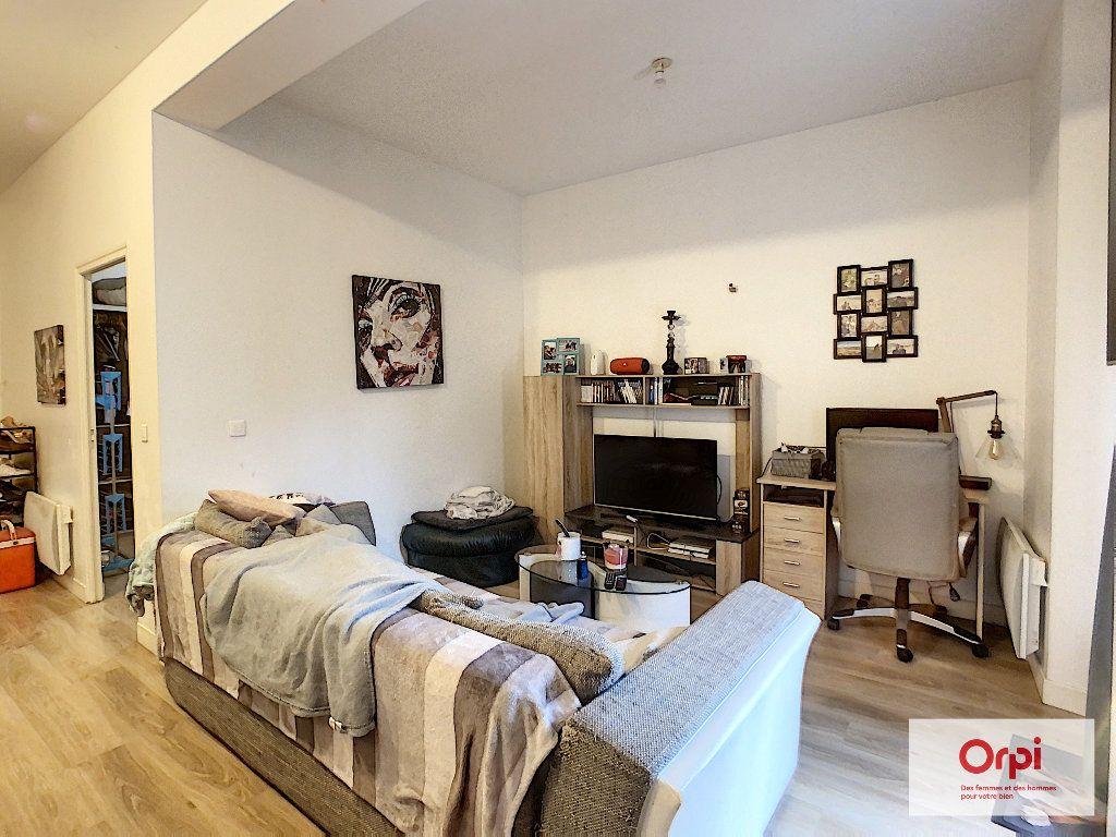 Appartement à louer 2 47.79m2 à Montluçon vignette-2