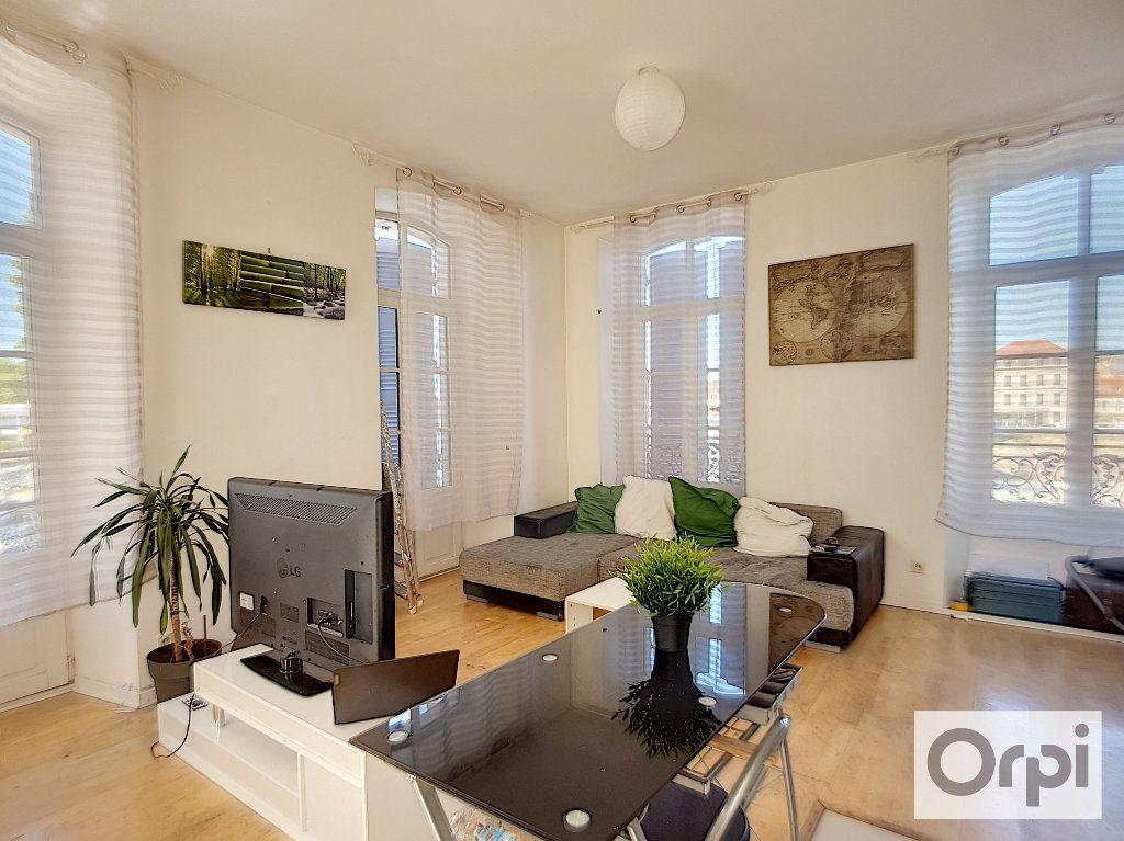Appartement à louer 2 44.95m2 à Montluçon vignette-1