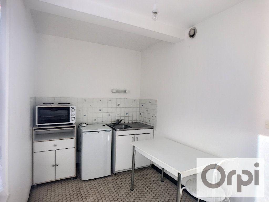 Appartement à louer 1 38m2 à Montluçon vignette-3
