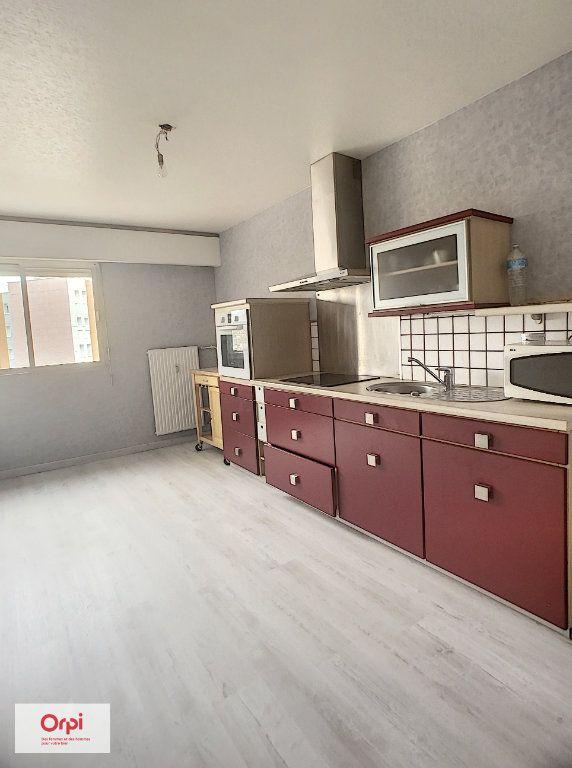 Appartement à louer 3 70.4m2 à Montluçon vignette-1