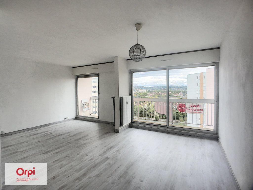 Appartement à louer 3 70.4m2 à Montluçon vignette-2
