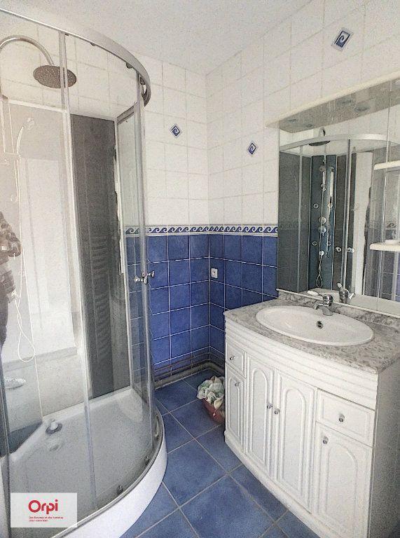 Appartement à louer 3 70.4m2 à Montluçon vignette-6