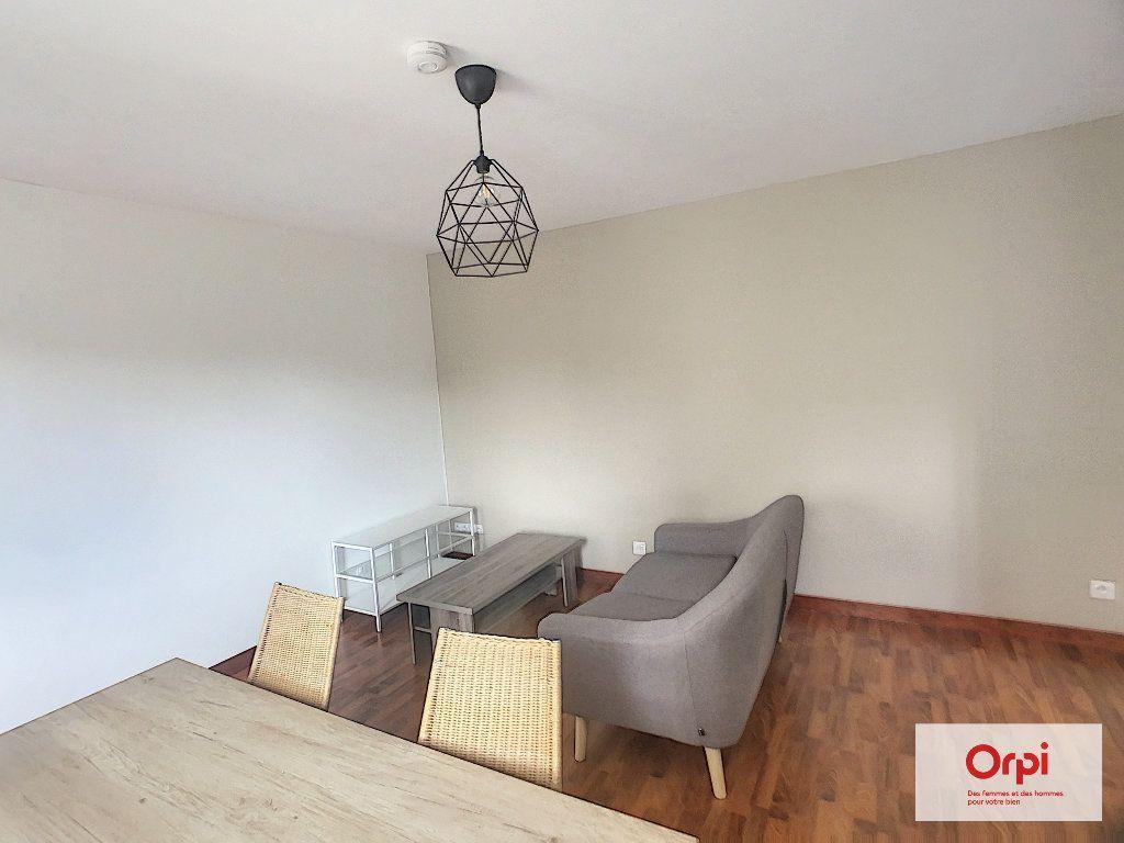 Appartement à louer 2 42m2 à Montluçon vignette-4