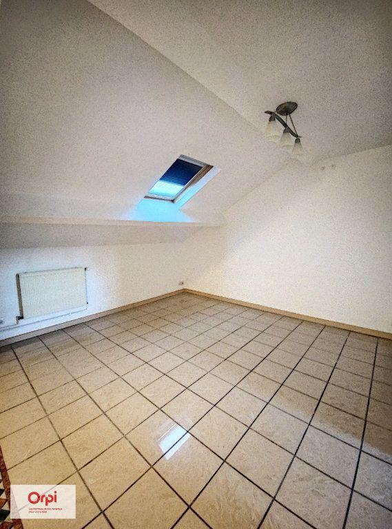Appartement à louer 3 50m2 à Montluçon vignette-2