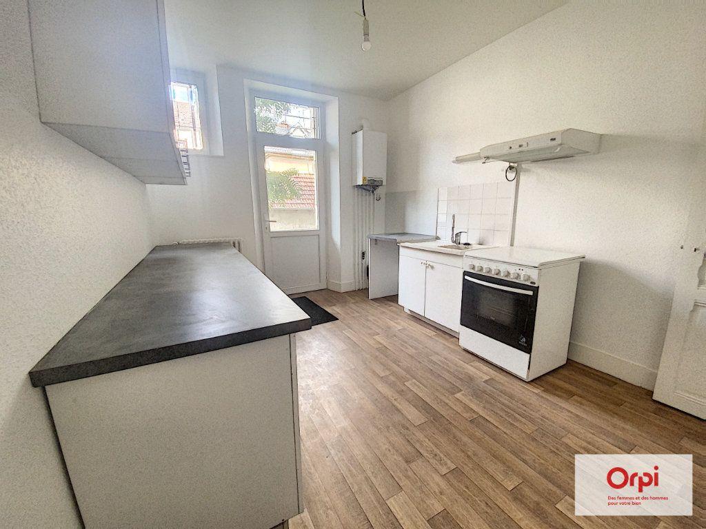 Appartement à louer 4 110.79m2 à Montluçon vignette-2
