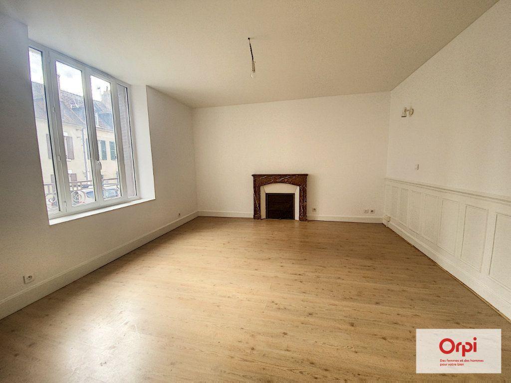 Appartement à louer 4 110.79m2 à Montluçon vignette-3