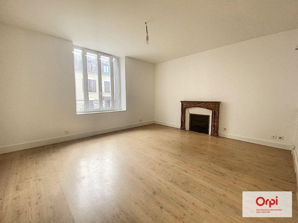 Appartement à louer 4 110.79m2 à Montluçon vignette-4