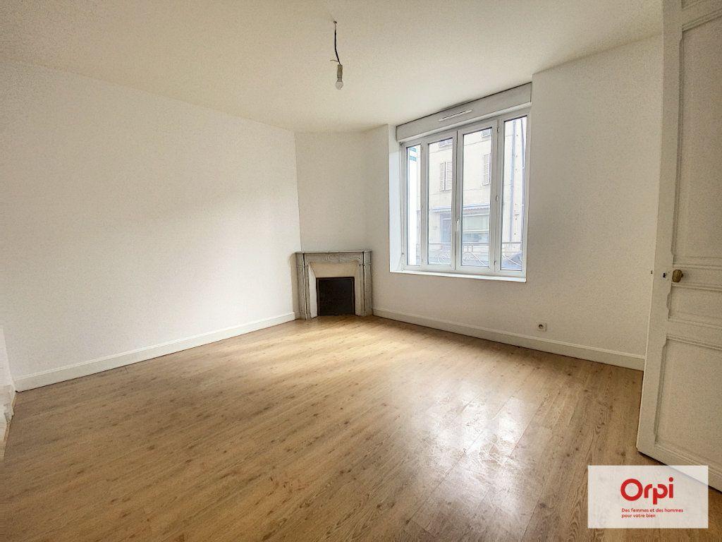 Appartement à louer 4 110.79m2 à Montluçon vignette-5