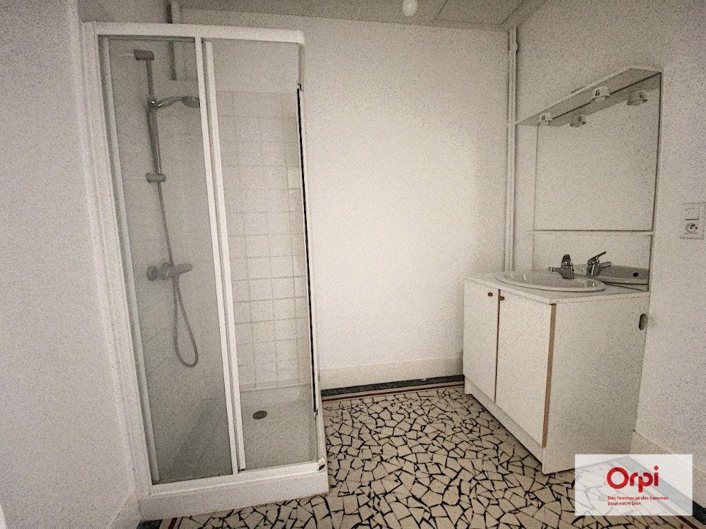 Appartement à louer 4 110.79m2 à Montluçon vignette-11
