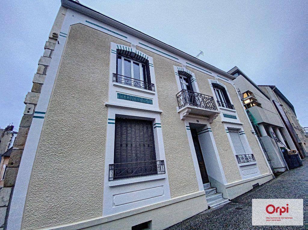 Appartement à louer 4 110.79m2 à Montluçon vignette-12