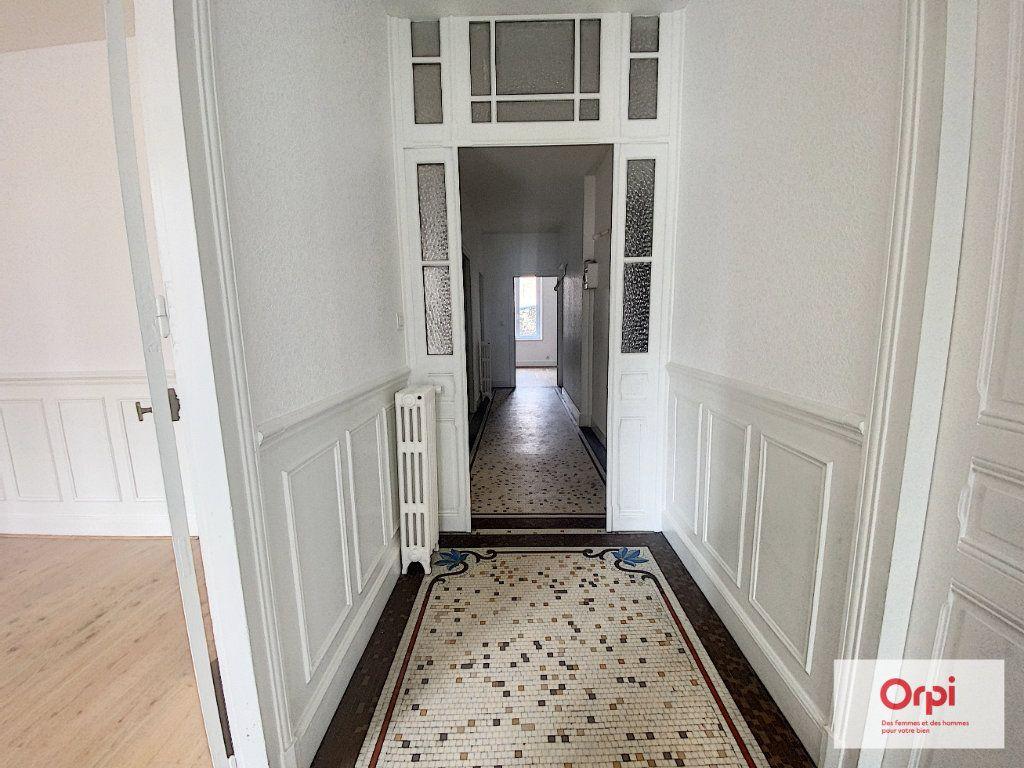 Appartement à louer 4 110.79m2 à Montluçon vignette-13
