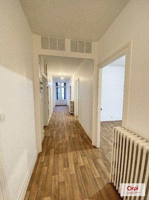Appartement à louer 4 111.2m2 à Montluçon vignette-4