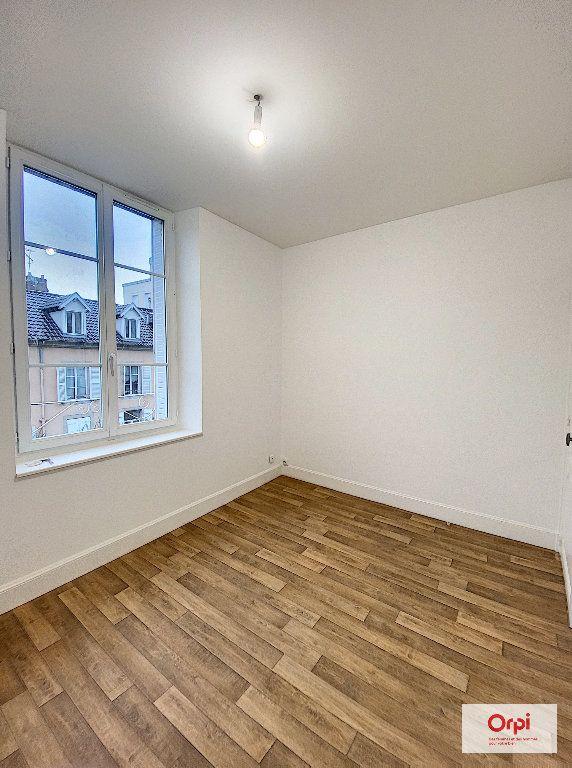 Appartement à louer 4 111.2m2 à Montluçon vignette-5
