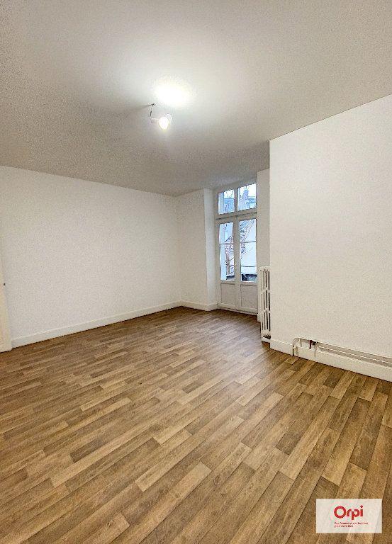 Appartement à louer 4 111.2m2 à Montluçon vignette-6