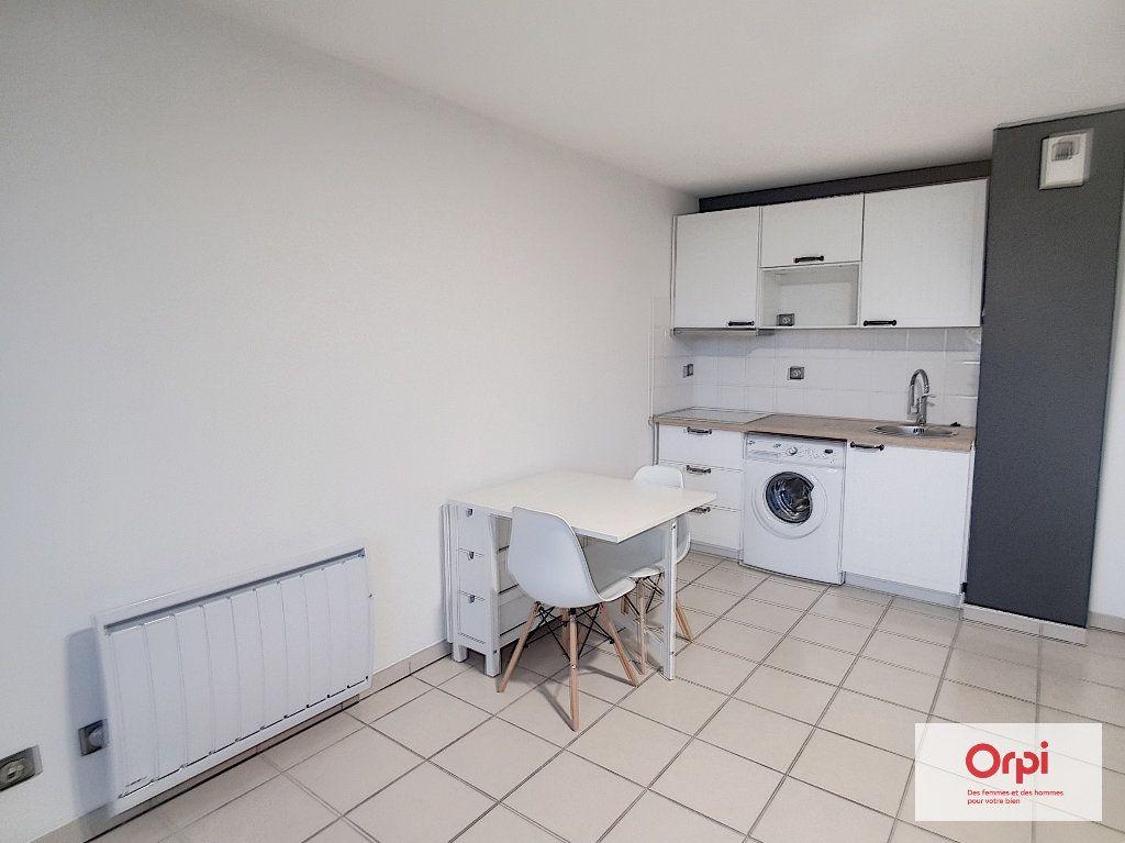Appartement à louer 1 28.55m2 à Montluçon vignette-3