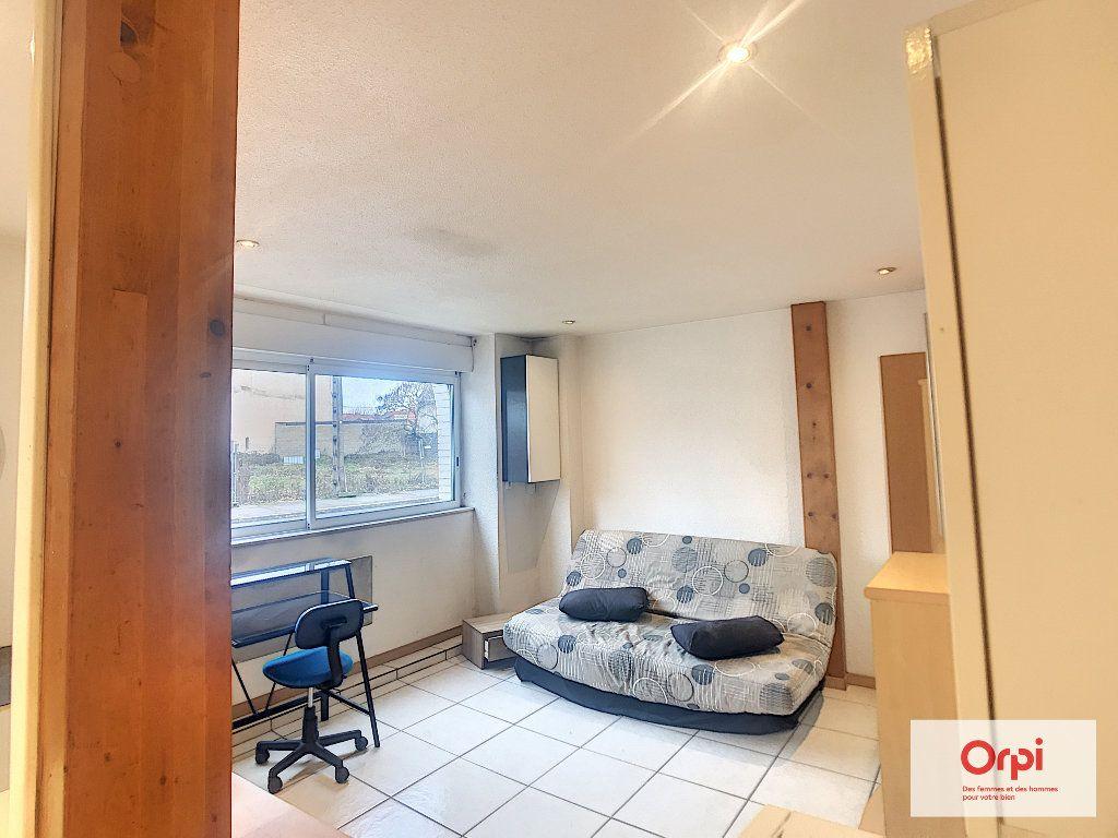 Appartement à louer 1 25m2 à Montluçon vignette-2