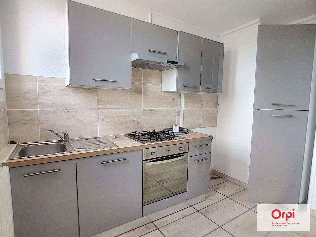 Appartement à louer 3 53.29m2 à Montluçon vignette-1