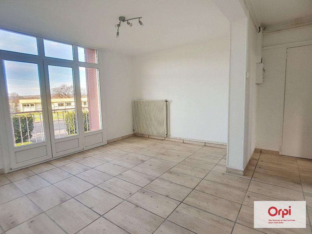 Appartement à louer 3 53.29m2 à Montluçon vignette-2