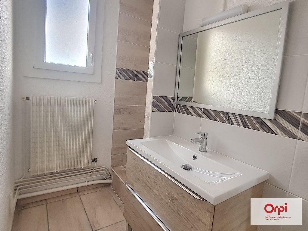 Appartement à louer 3 53.29m2 à Montluçon vignette-5