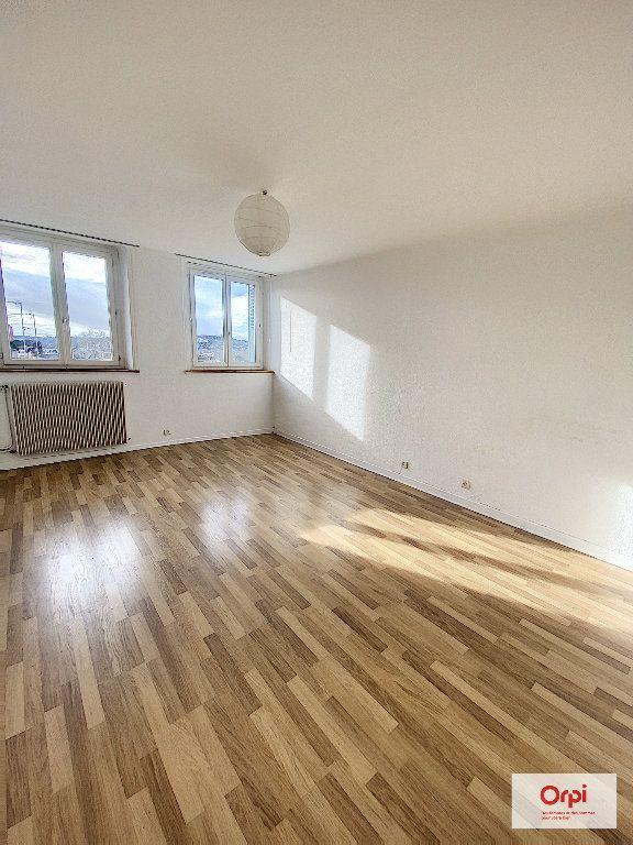 Appartement à louer 2 57.99m2 à Montluçon vignette-2