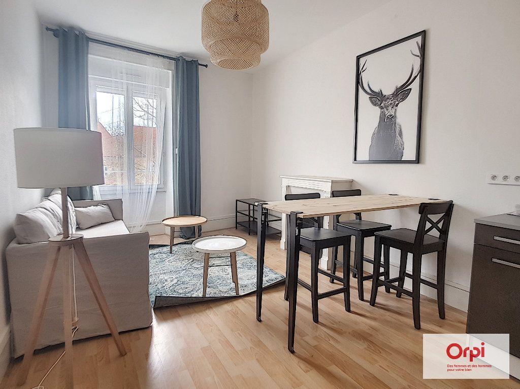 Appartement à louer 3 65m2 à Montluçon vignette-1
