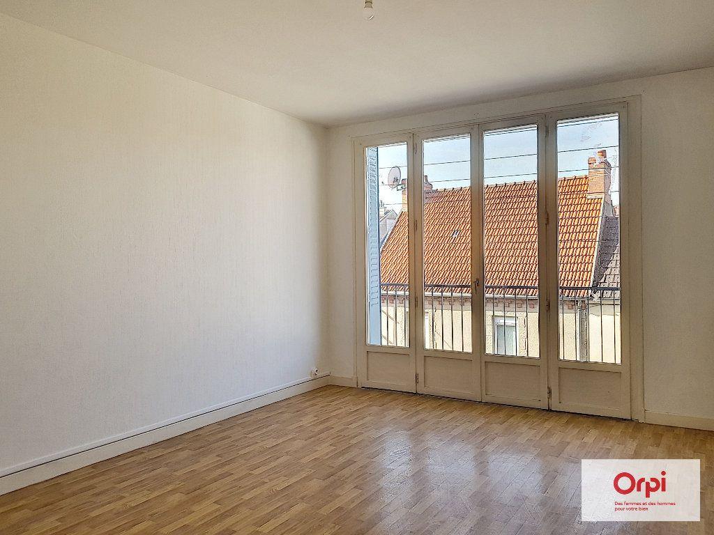 Appartement à louer 3 55m2 à Montluçon vignette-1