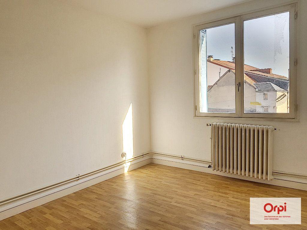 Appartement à louer 3 55m2 à Montluçon vignette-3