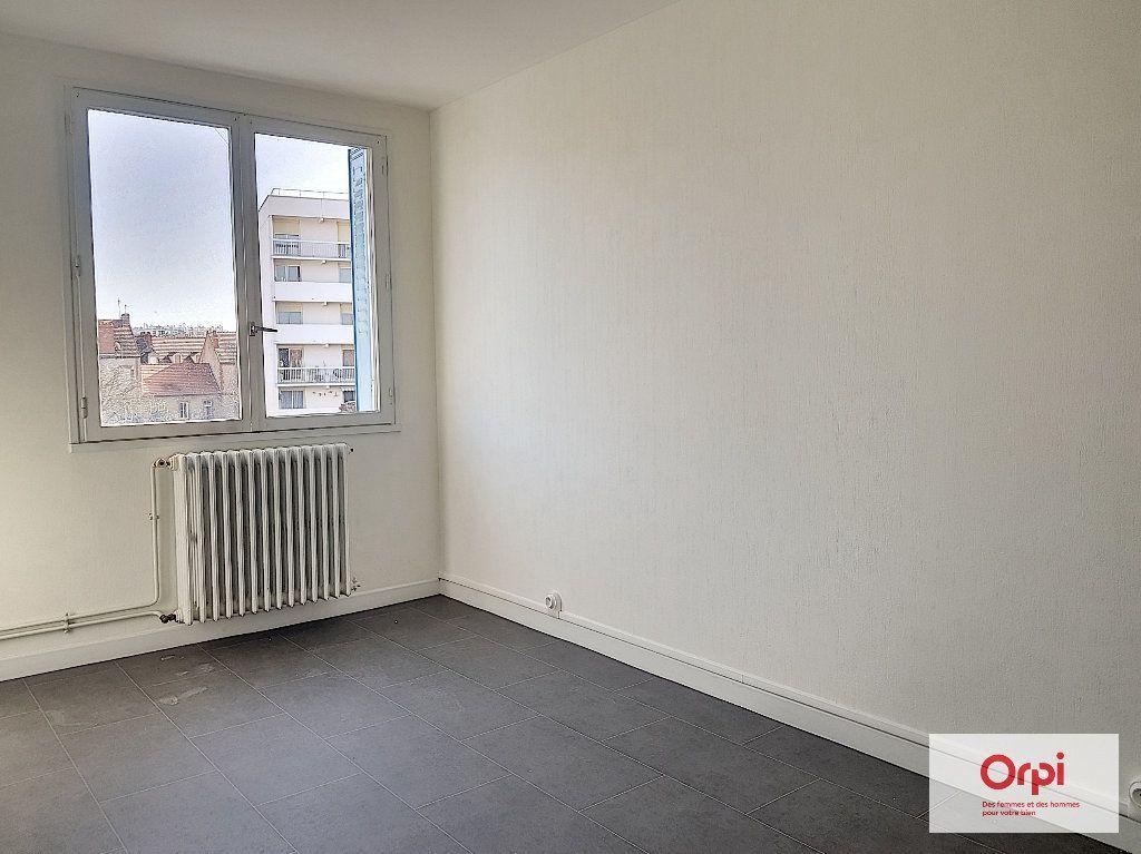 Appartement à louer 3 55m2 à Montluçon vignette-4