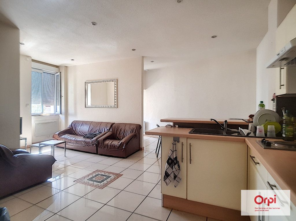 Appartement à louer 3 30m2 à Montluçon vignette-1