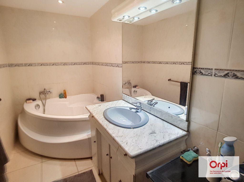 Appartement à louer 3 30m2 à Montluçon vignette-4