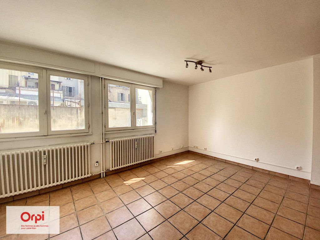 Appartement à louer 2 46m2 à Montluçon vignette-2