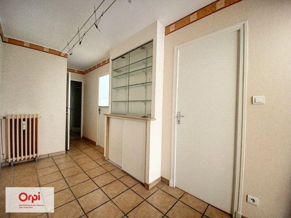 Appartement à louer 2 46m2 à Montluçon vignette-5