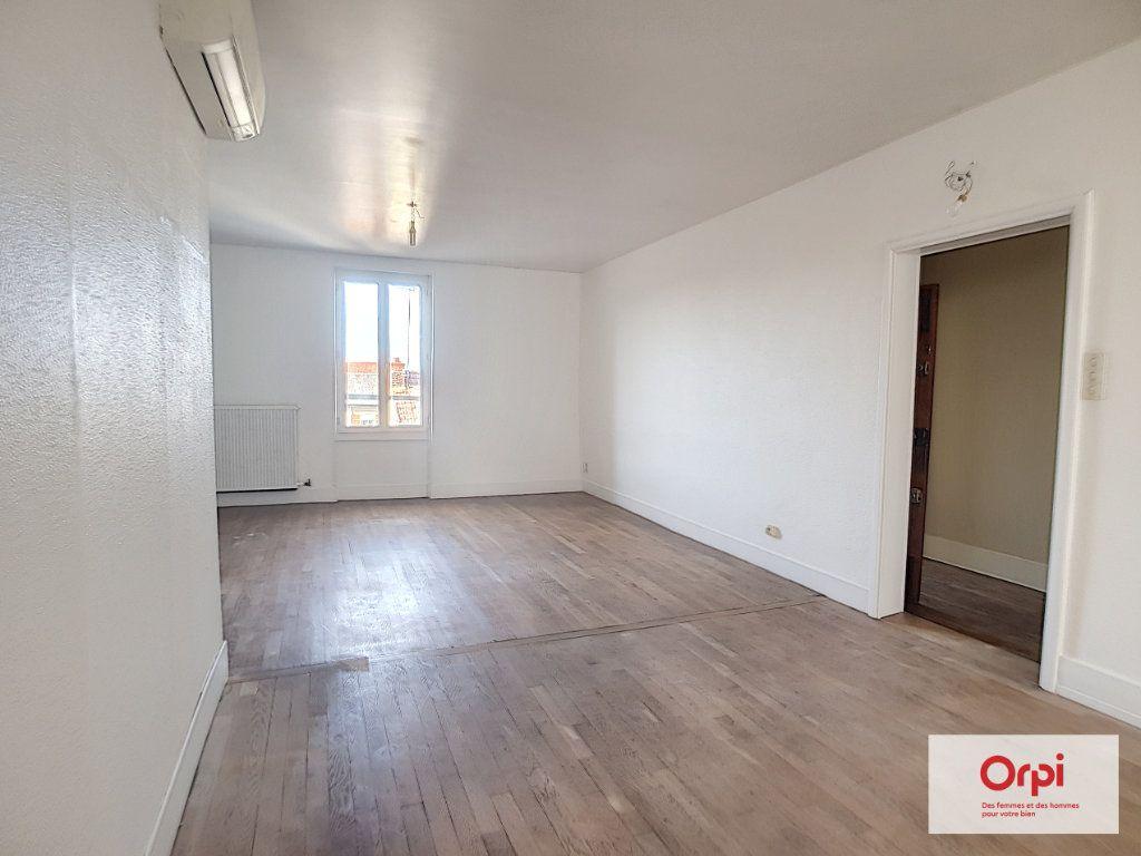 Appartement à louer 4 70m2 à Montluçon vignette-2