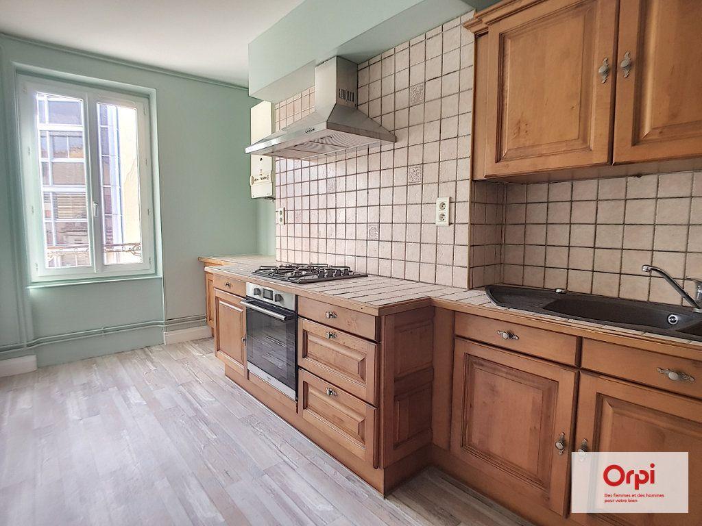 Appartement à louer 4 70m2 à Montluçon vignette-3