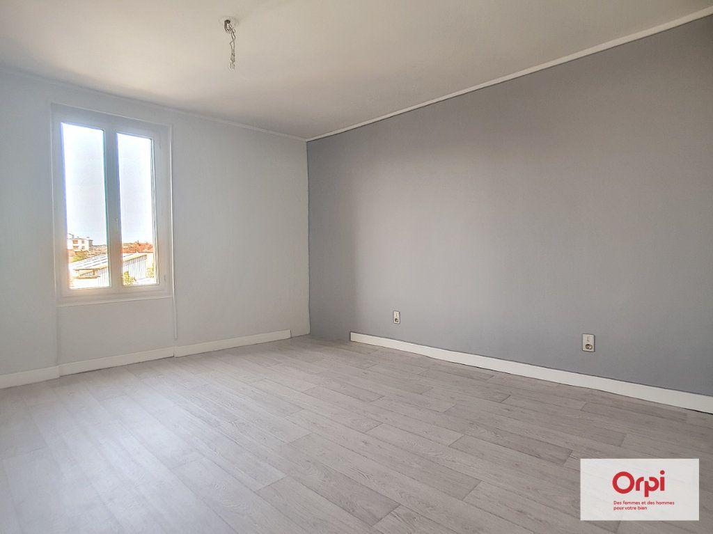 Appartement à louer 4 70m2 à Montluçon vignette-4