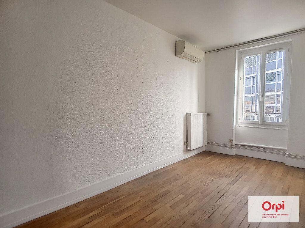 Appartement à louer 4 70m2 à Montluçon vignette-5