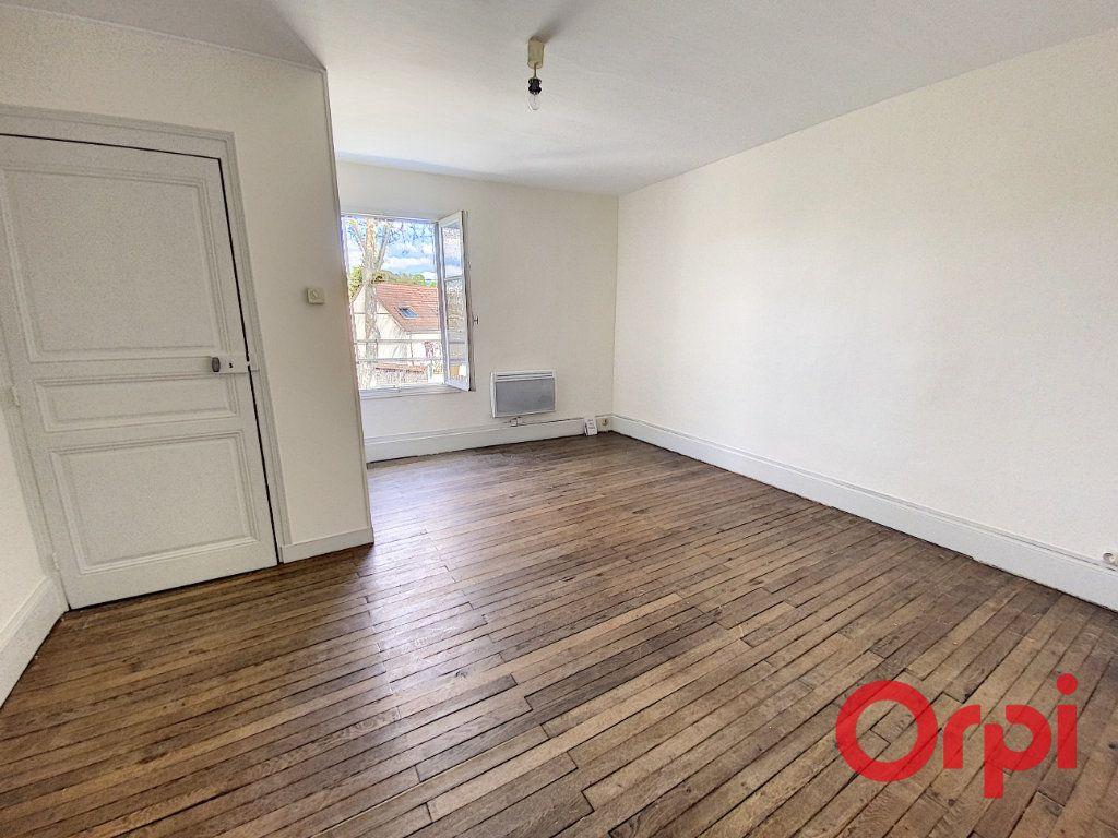 Maison à louer 2 45m2 à Saint-Amand-Montrond vignette-4