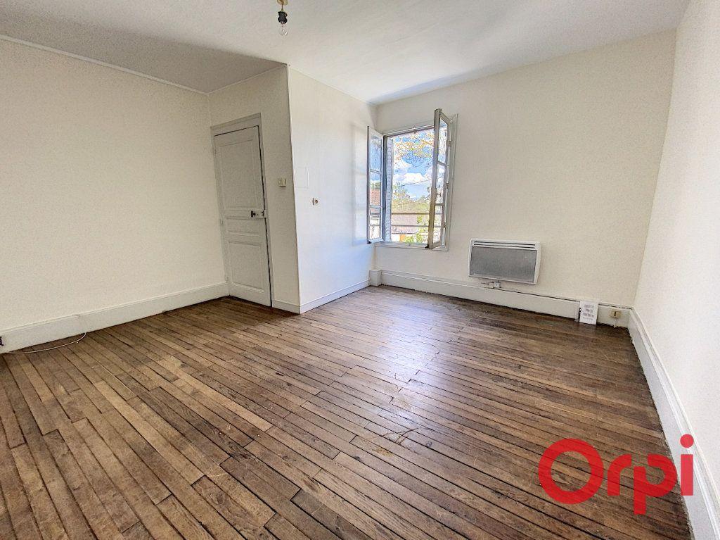 Maison à louer 2 45m2 à Saint-Amand-Montrond vignette-5
