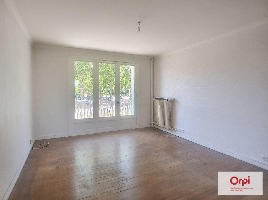 Appartement à louer 3 72.53m2 à Montluçon vignette-4