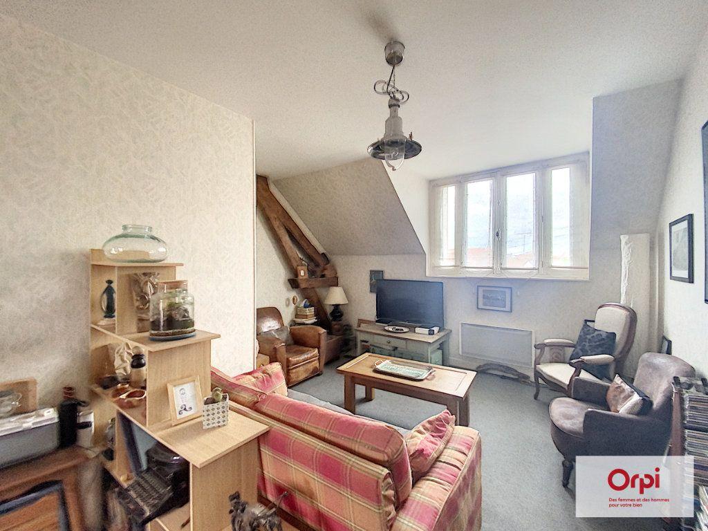 Appartement à louer 2 50m2 à Néris-les-Bains vignette-2