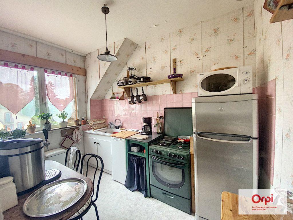 Appartement à louer 2 50m2 à Néris-les-Bains vignette-3