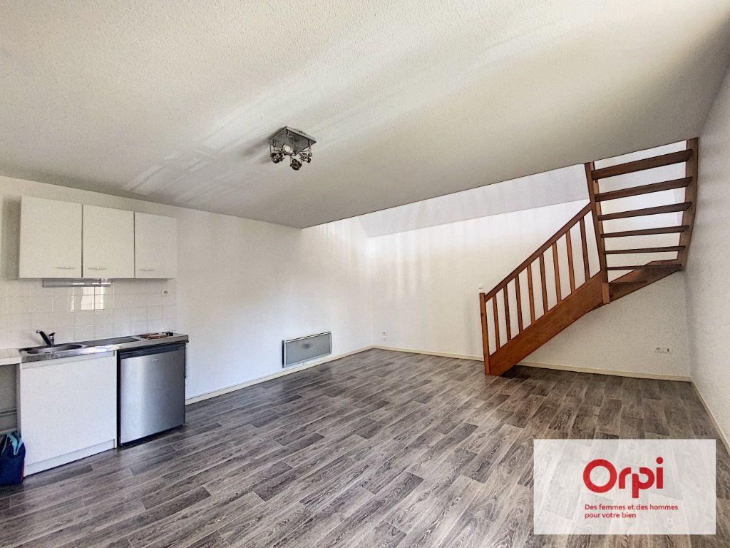 Appartement à louer 1 55m2 à Montluçon vignette-1