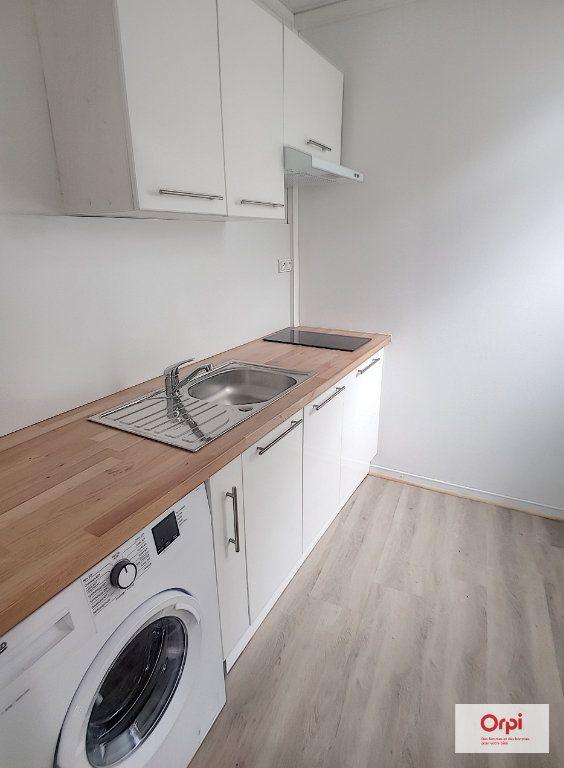 Appartement à louer 1 22m2 à Néris-les-Bains vignette-1