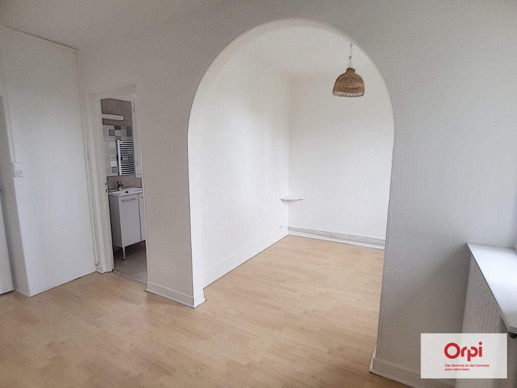 Appartement à louer 1 22m2 à Néris-les-Bains vignette-3